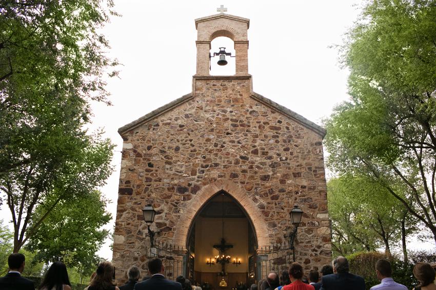 Primer plano de la ermita. Reportaje de boda en Ciudad Real