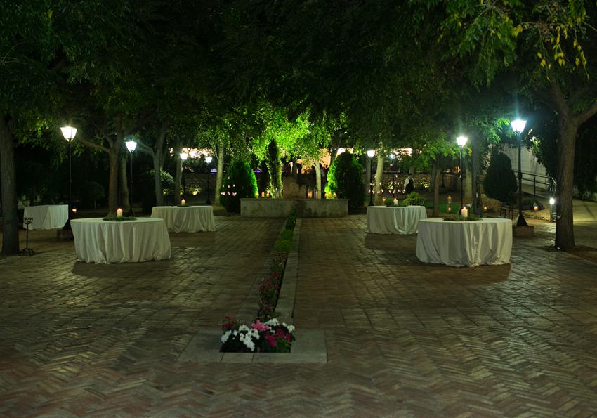 Patio interior en el recinto de la celebración, fotos de bodas