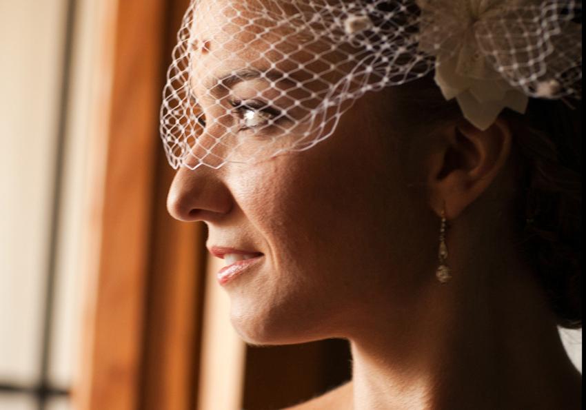 Detalle del tocado de la novia, reportaje de boda en Ciudad Real