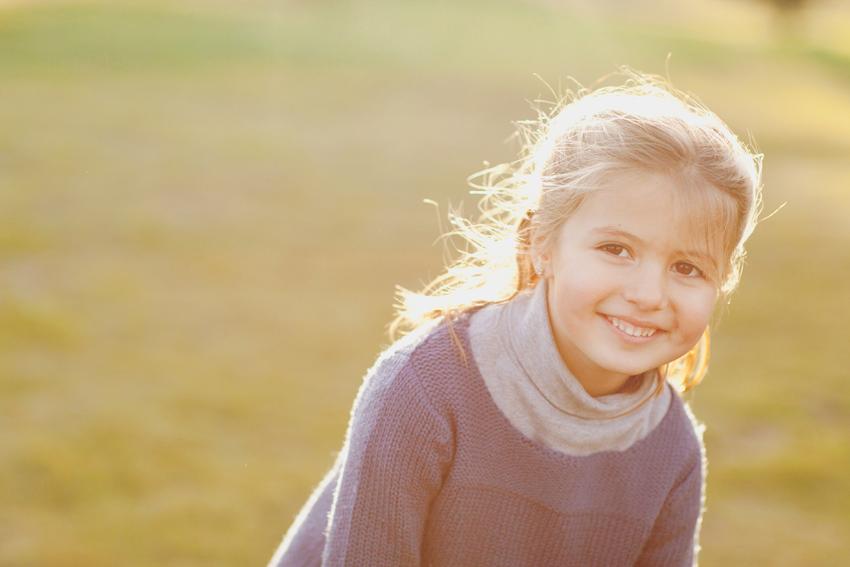 Foto de Paula con jersey azul. Fotos de niños