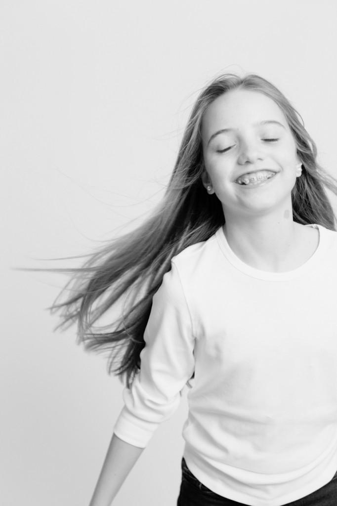 Foto en blanco y negro de niño. Fotos de estudio de niños