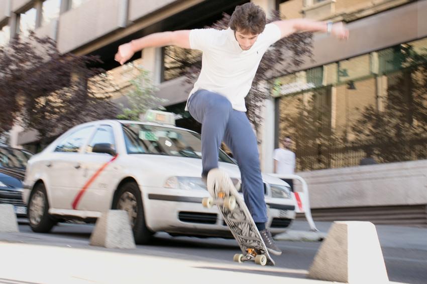 Ramón saltando con el monopatín. Kutxi Pacheco, fotografía