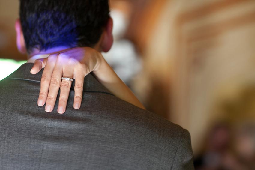 Detalle del anillo de la novia, fotos artísticas de bodas