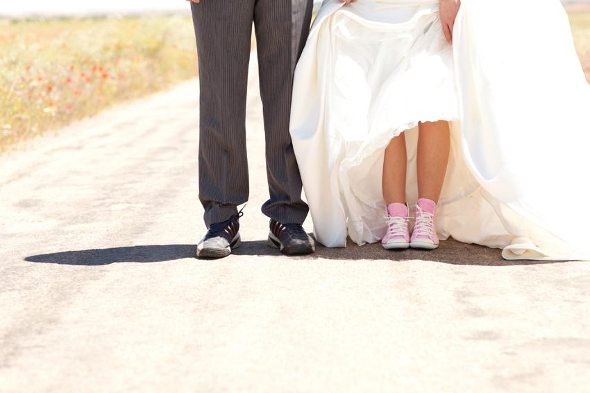 Los novios cambian su calzado por unas zapatillas, fotos artísticas de bodas