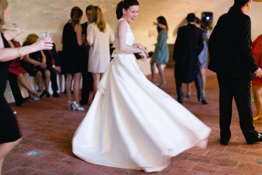 Vestido de la novia en movimiento, fotógrafo de bodas en Ciudad Real