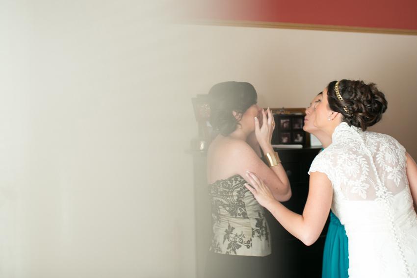 Emociones a flor de piel antes de la boda, fotos artísticas de bodas