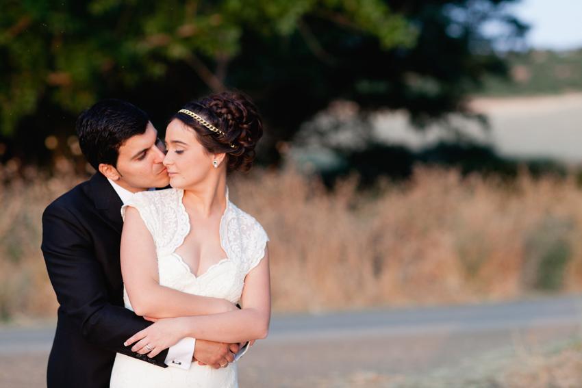 Primer plano de los novios abrazándose. Reportaje de boda de Carmen y Eduardo
