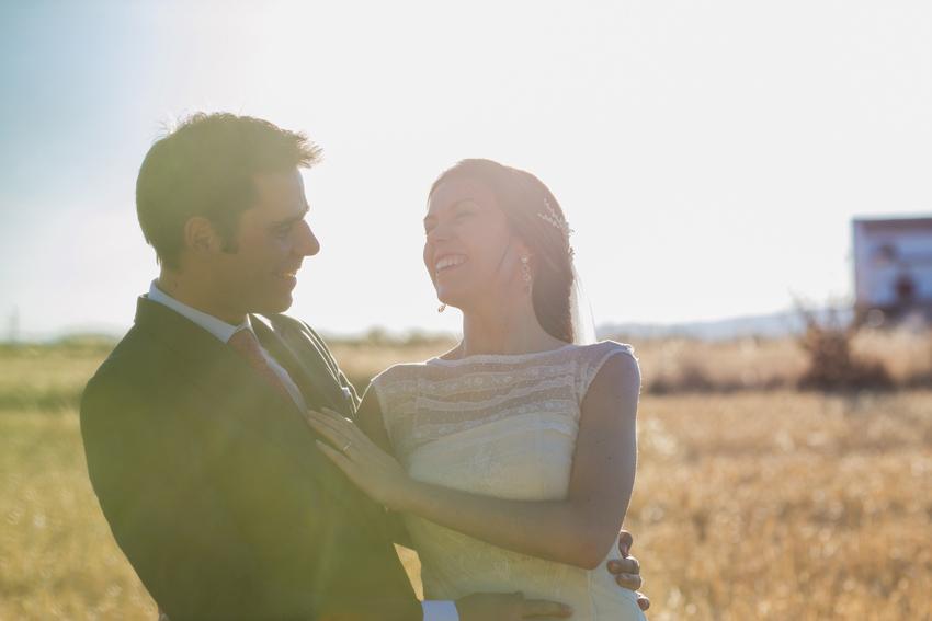 Novios felices y sonrientes, fotos de bodas