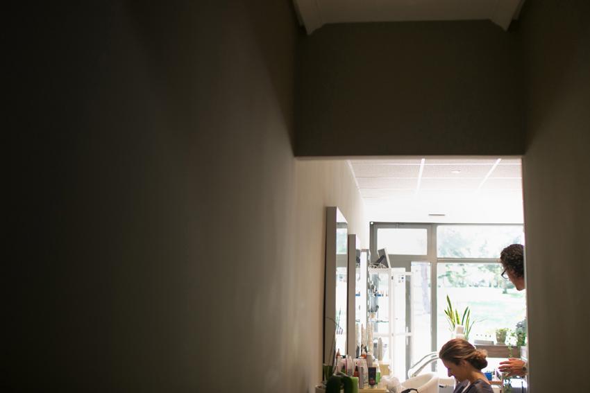 Foto de la novia en la peluquería, fotos artísticas de bodas
