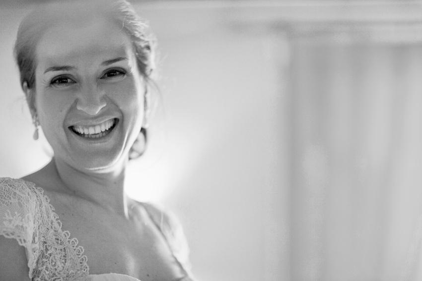 Primer plano de la novia sonriente, fotos artísticas de bodas