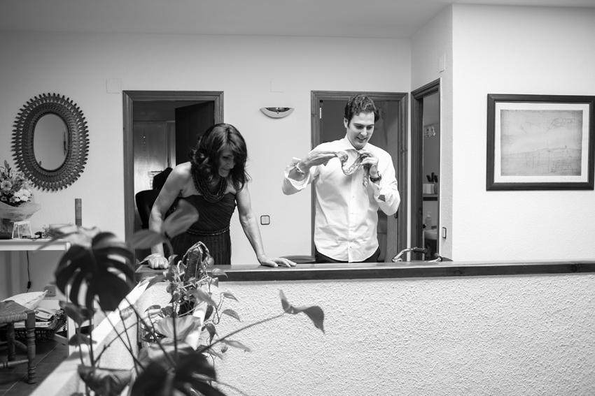 Los familiares terminando de prepararse para la boda