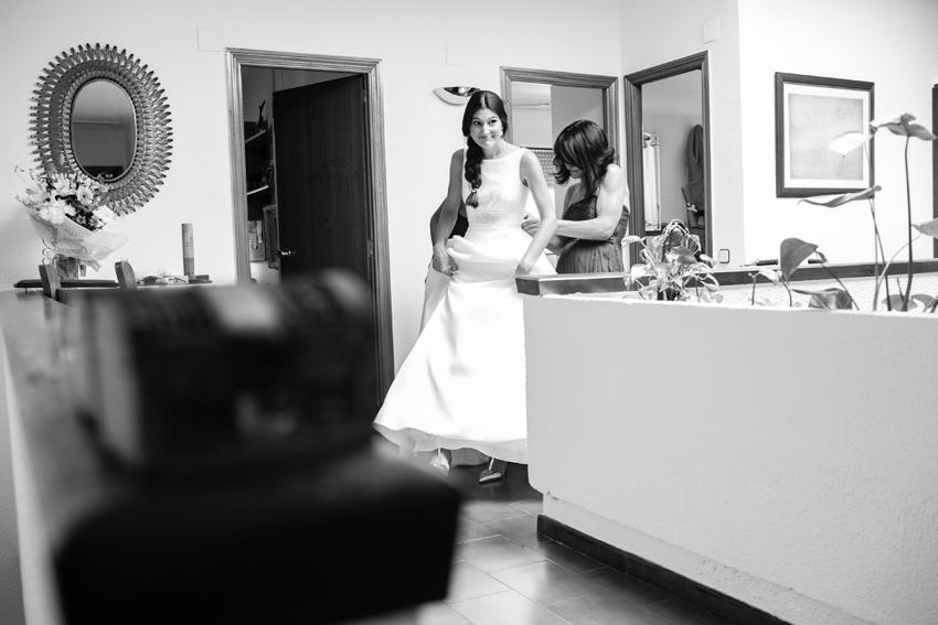 la novia esta casi lista para la ceremonia, fotos artísticas de bodas