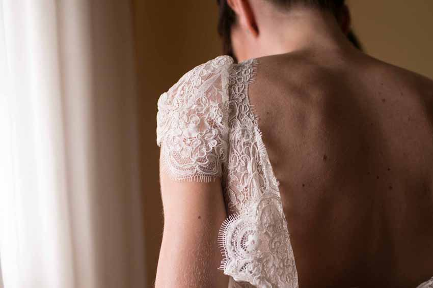 Foto del vestido de la novia. Kutxi Pacheco, fotógrafo de bodas en Ciudad Real