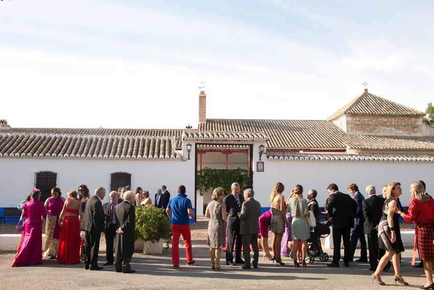 Invitados a la boda esperando la llegada de los novios, fotos de bodas