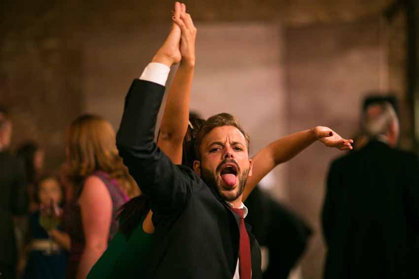 Los invitados no paran de bailar. Reportajes de boda