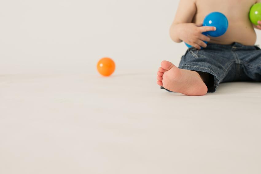 Primer plano de los pies. Fotos de estudio familiares