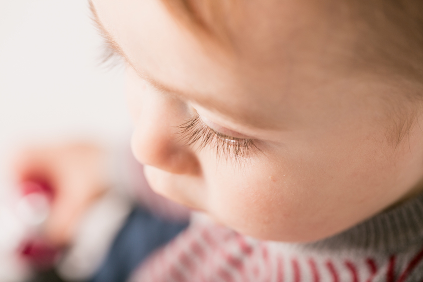 Primer plano de la cara de Maxime. Fotos artísticas de bebés