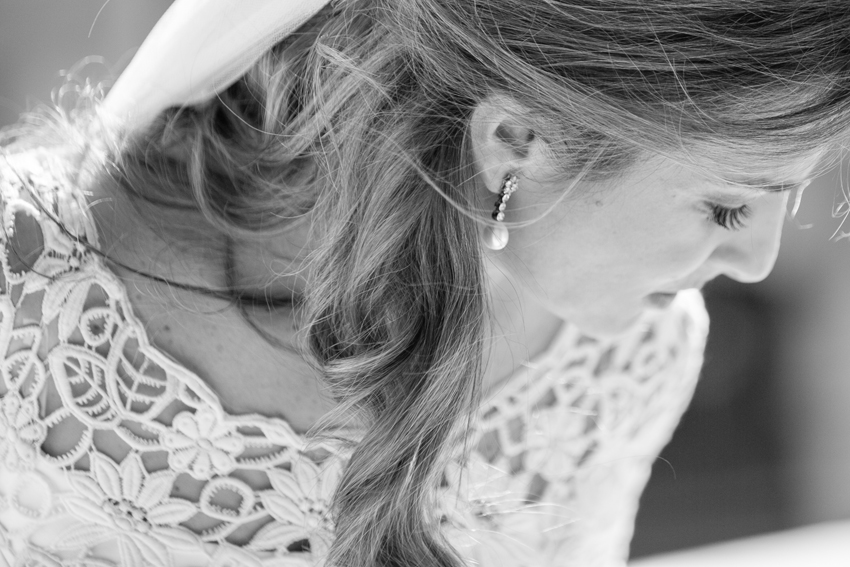 Primer plano de la novia en b/n. Fotógrafo de bodas en Madrid