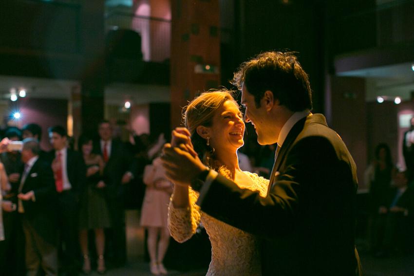 Los novios bailando. Fotos de bodas