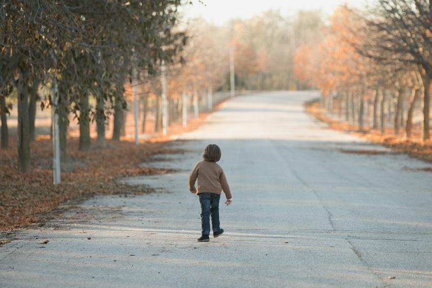 Foto de Alonso de espaldas. Fotos de niños