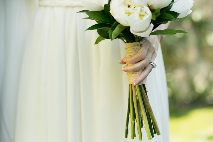Primer plano del ramo de la novia. Detalles de boda