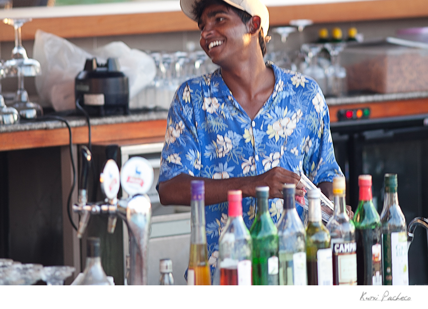 Image of a waiter Mauritius. Kutxi Pacheco Photography