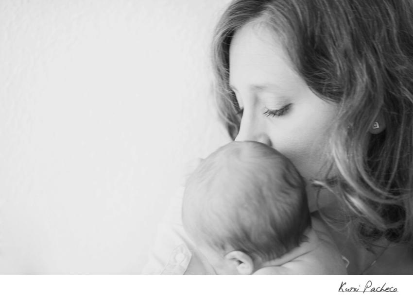 Foto de bebé en blanco y negro - Reportaje de bebé en Madrid