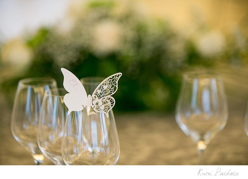 Mariposa de papel en una de las copas. Kutxi Pacheco Fotografía