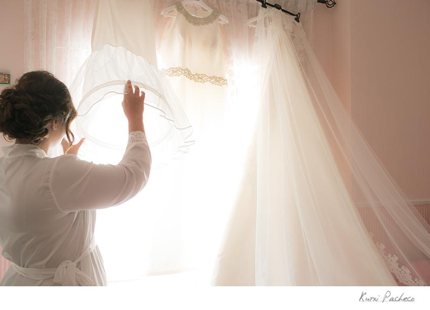 Foto del vestido de la novia. Kutxi Pacheco Fotografía