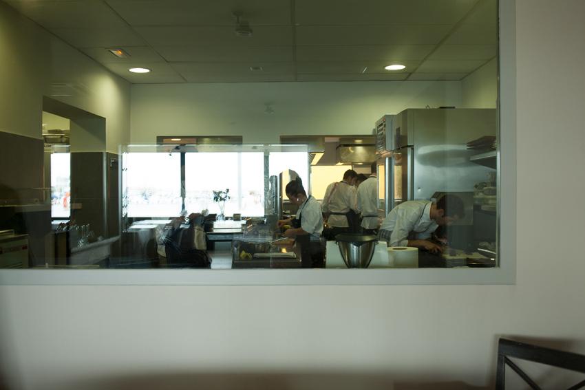 Interior cocina restaurante Miramar