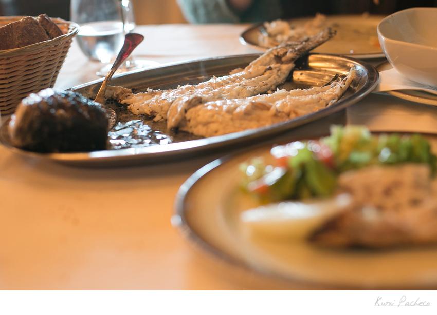 Imagen plato con comida. Gastronomía gallega en la Costa de la Muerte