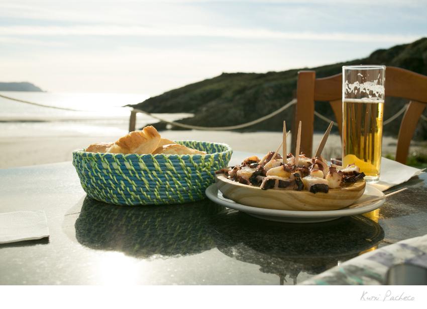 Imagen terraza de bar con vistas en Galicia. Kutxi Pacheco Fotografía