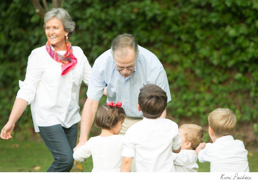 Foto de los abuelos con sus nietos. Fotos de familia en Madrid