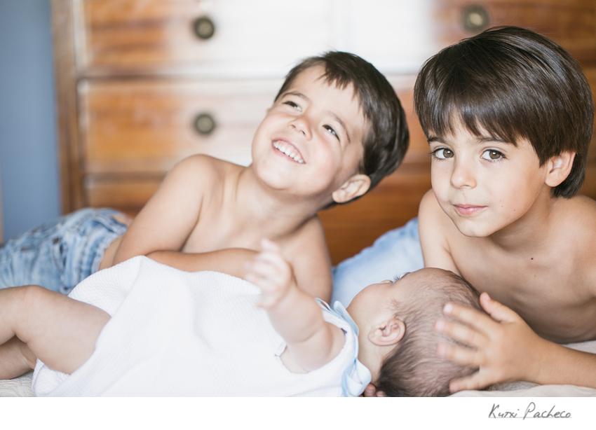 Primer plano de los tres niños. Fotógrafo profesional en Madrid
