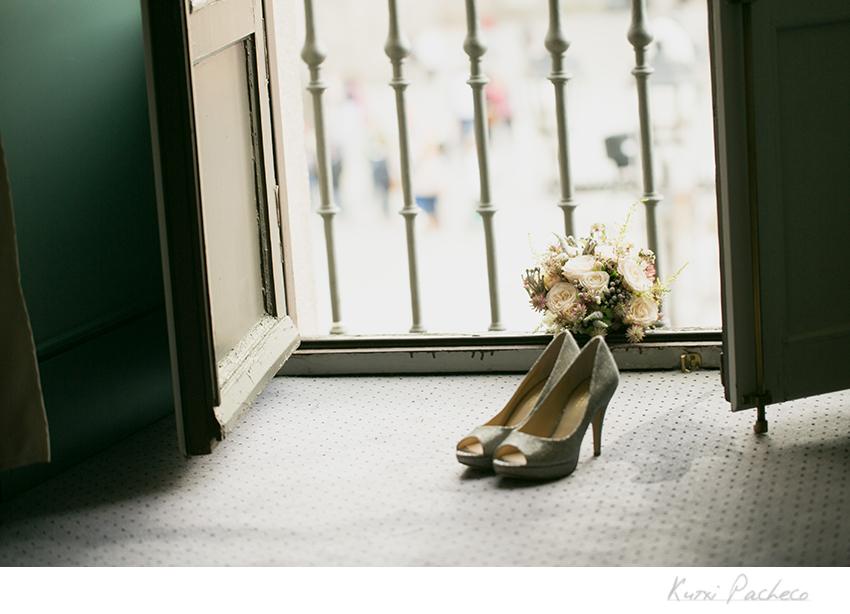 Detalle de los zapatos de la novia. Kutxi Pacheco Fotografía