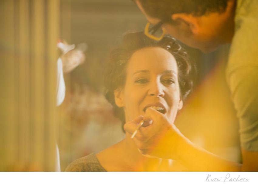 Esther peinándose en Occo Salón. Boda en la Dehesa del Pedrosillo